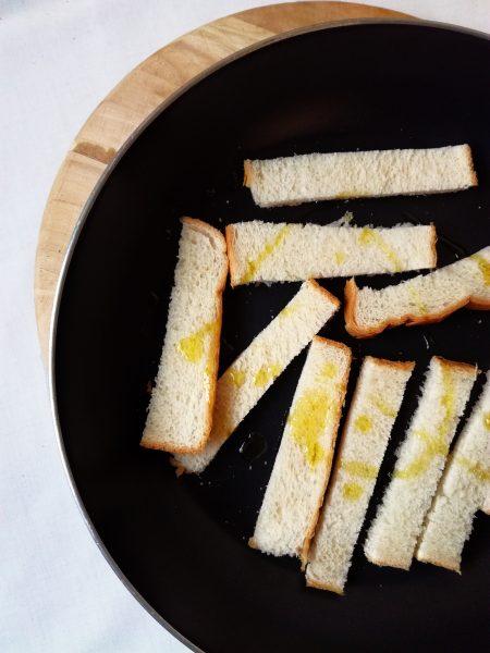 حفظ النعمه : اعادة تدوير الخبز بجميع انواعه , توست , صامولي ...~